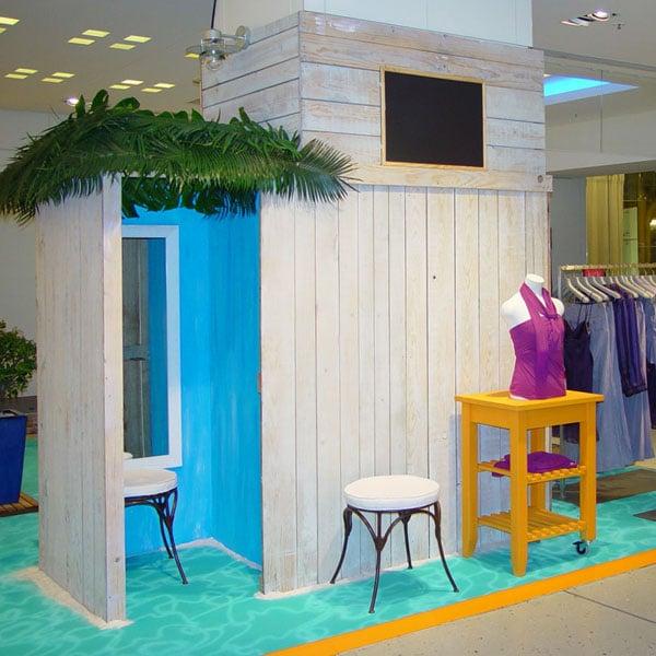 """Multicréation conçoit et réalise vos décors. Ici une boutique dans un grand magasin de type """"plage"""" à Paris."""