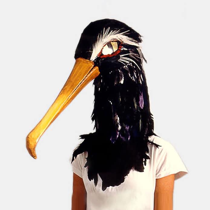 """Multicréation conçoit et réalise vos masques de personnages dans toutes les matières. Ici un """"haume"""" orné de plumes d'oiseau pour un costume de théâtre."""